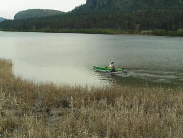 kayakers_on_vaseux_lake_near_wildlife_centre