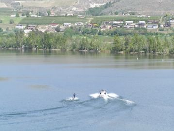 water_skiing_on_osoyoos_lake
